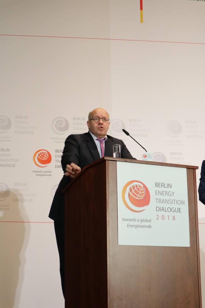 페터 알트마이어 독일 경제에너지부 장관이 최근 독일 베를린 경제에너지부에서 열린 '2018베를린 에너지전환 대화' 기조연설을 하는 모습.