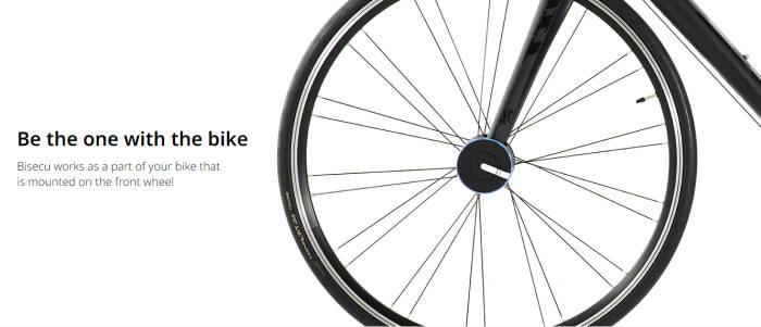 자전거 앞바퀴에 '바이시큐'를 부착한 모습.