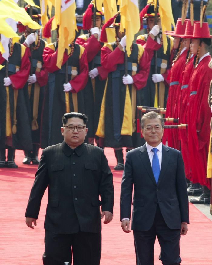[2018 남북정상회담]문재인· 김정은 역사적인 만남