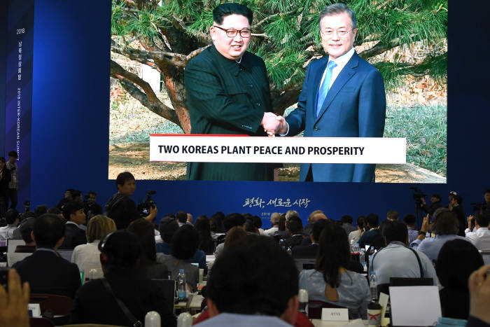 [2018 남북정상회담]기념식수 마친 남북정상