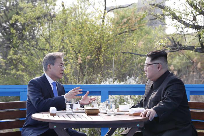 [2018 남북정상회담]남북정상의 도보다리 친교산책