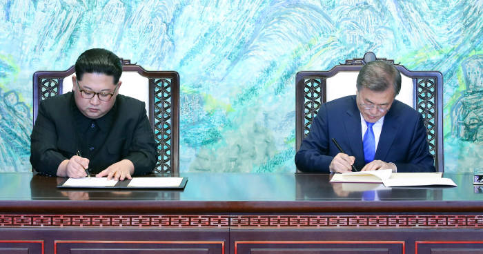[2018 남북정상회담]'한반도 항구적 평화 위한 종전선언'...앞으로의 전망과 과제는