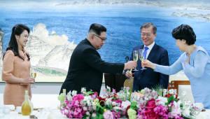 남북 정상 부부, '물냉면으로 통일'...만찬 뒷담화