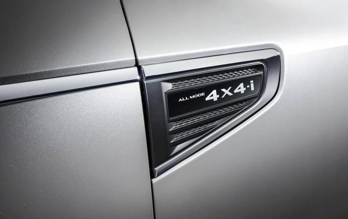 르노삼성자동차 중형 SUV 2019년형 'QM6' 부착된 'ALL MODE 4X4-i 신규 엠블렘'(제공=르노삼성자동차)