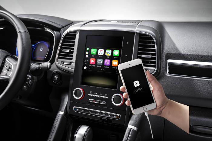 르노삼성자동차 중형 SUV 2019년형 'QM6'에 적용된 애플 카플레이 (제공=르노삼성자동차)