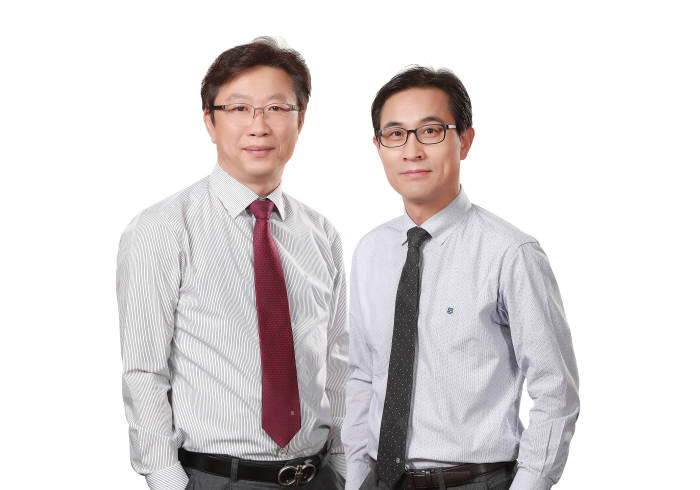 김종현(오른쪽), 장영환 쿠콘 공동대표. 쿠콘 제공