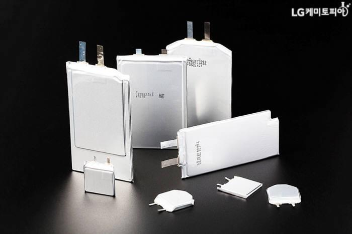 다양한 모양의 LG화학 프리폼 배터리(출처: LG화학 블로그)