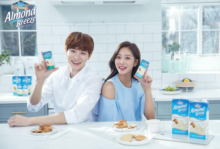 아몬드 브리즈, '여름철 건강 레시피' 담은 브랜드 영상 공개