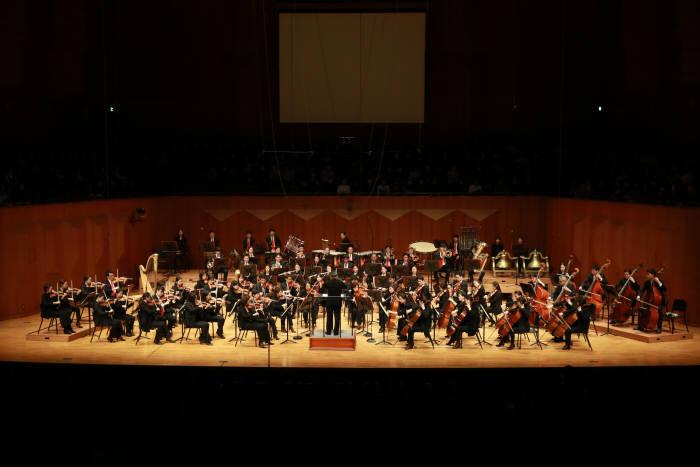 KT, 2500명 임직원과 오케스트라 힐링