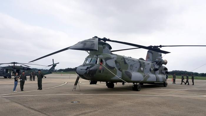 육군항공 무기체계 소개회에서 CH-47 치누크 헬기가 전시되어 있다 (제공=KAI)