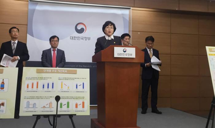 김은경 환경부 장관이 10일 정부세종청사에서 재활용 폐기물 종합대책을 발표했다.