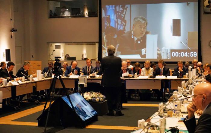 이인호 산업통상자원부 차관이 24일 덴마크 코펜하겐에서 개최된 제9차 청정에너지 장관회의에 참석해 재생에너지 3020계획에 대해 설명하고 있다.