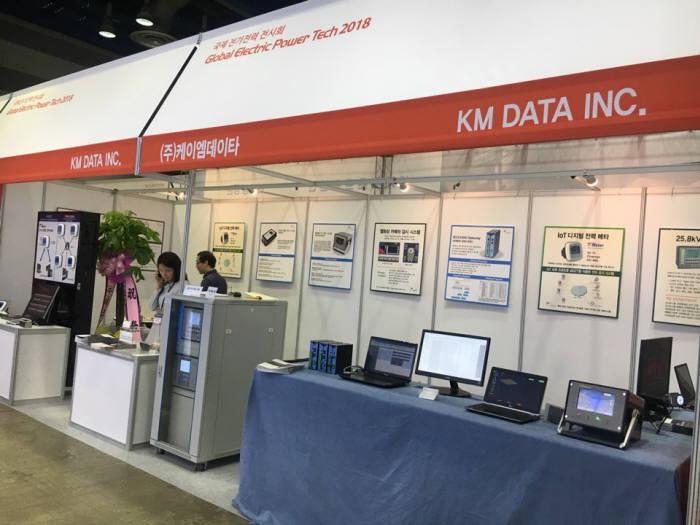 케이엠데이터는 국제전기전력전시회에 부스를 마련하고 지능형전자장치를 선보였다.