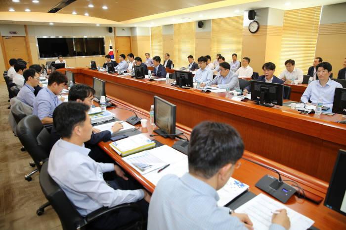 '한국서부발전(WP)-MOVE 혁신추진위원회'의 혁신과제 실행계획 종합보고회의 모습