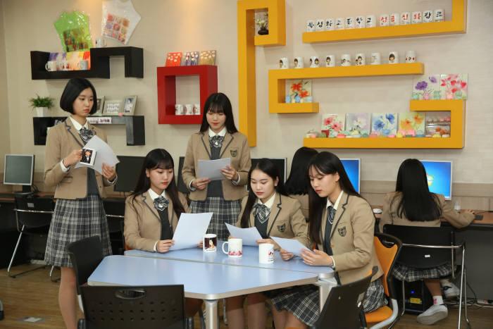 취업 동아리 활동중인 선일이비즈니스고등학교 학생들. [자료:선일이비즈니스고등학교]
