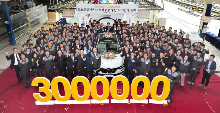 지난달 9일 르노삼성차 부산공장 생산 300만대 돌파 기념식이 열렸다.