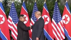 트럼프 대통령과 김정은 위원장, 단독회담 끝내고 확대 정상회담장으로 이동