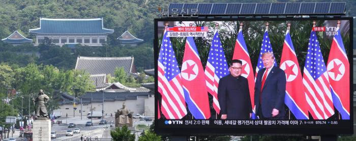 [북미정상회담]도널드 트럼프 미국 대통령과 김정은 북한 국무위원장의 역사적인 첫 만남