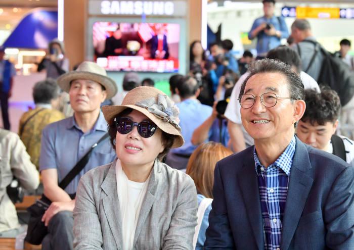 [북미정상회담]북미 정상회담 보는 서울역 시민들