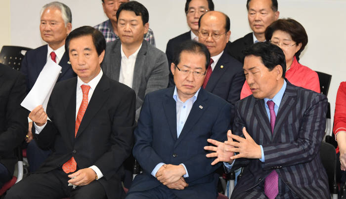 [6·13 지방선거]쓸쓸히 퇴장하는 홍준표 대표