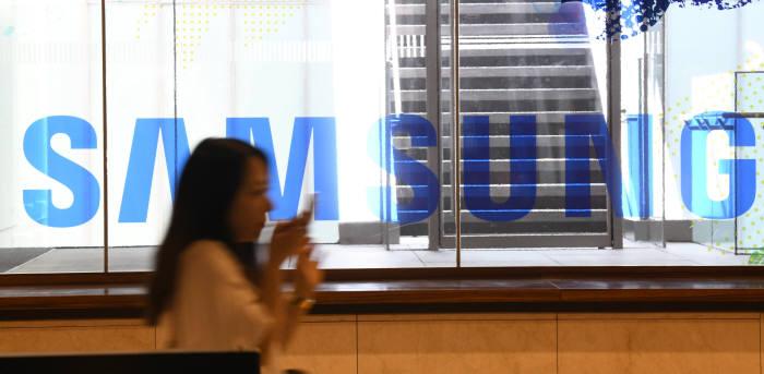 삼성전자, 임금피크제 연봉 삭감 10%서 5%로 재손질…인력 이탈방지 차원