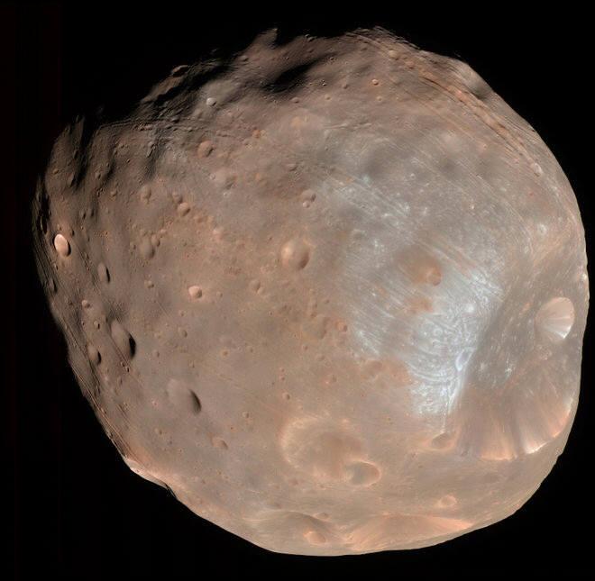 NASA의 화성정찰위성이 찍은 포보스. 6,8800km 거리에서 촬영했다.(출처: NASA)