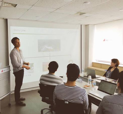 씨엔티테크 관계자가 2018 서울시 소셜벤처 육성 지원 사업 선정 기업을 대상으로 강연을 하고 있다.