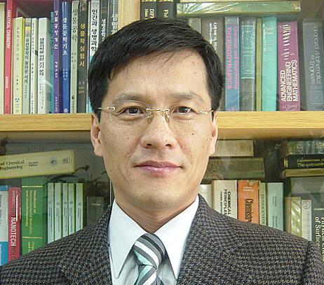 내시경 없이 대장암 조기 진단 가능한 기술을 개발한 윤종원 교수.