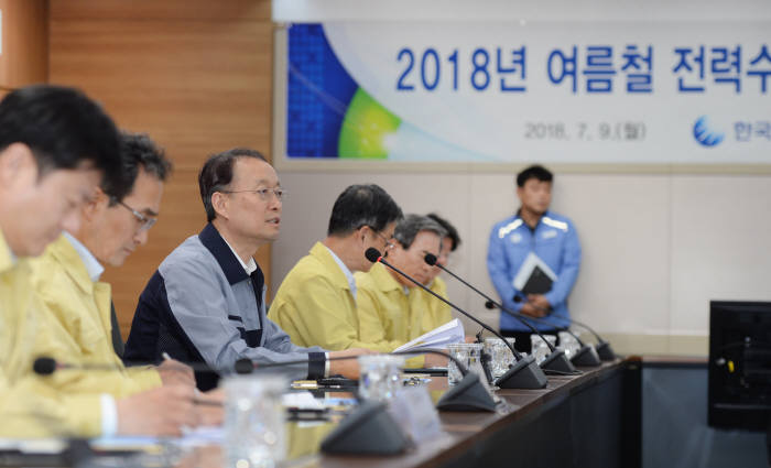 백운규 산업부 장관, 여름철 전력수급 상황 현장 간담회