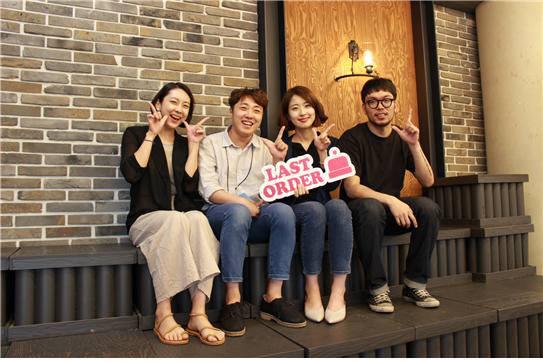 오경석 미로 대표(왼쪽 두 번째)와 창업 멤버들이 라이스오더 앱 출시에 앞서 기념촬영을 했다.(사진=미로 제공)