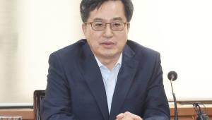 """김동연 부총리 """"최저임금 인상, 경제상황 감안해야"""""""