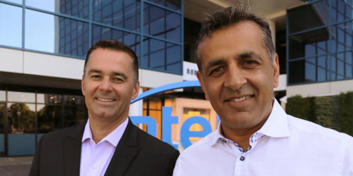 인텔이 12일(현지시간) 주문형반도체 팹리스 업체 eASIC 인수를 발표했다. 댄 맥나마라 인텔 PSG그룹 부사장(왼쪽)과 로니 바시슈타 eASIC 최고경영자(CEO). (사진=인텔)