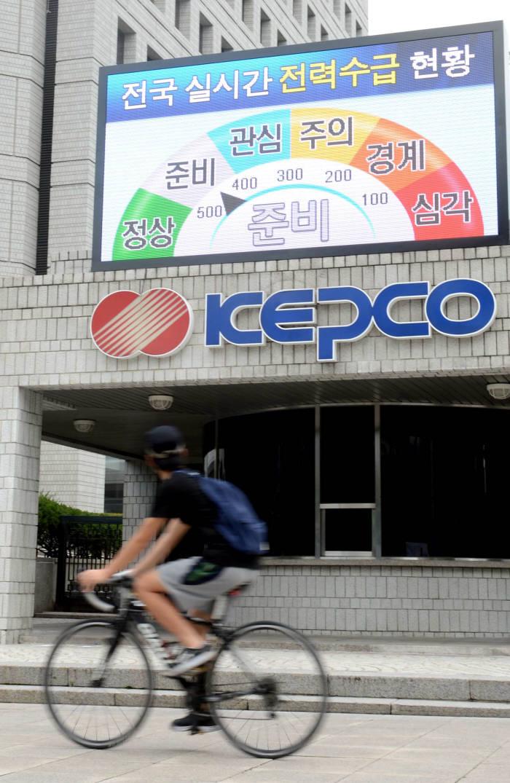 최대전력수요 작년 여름 최고치 경신...서울 첫 폭염경보 등 무더위에 전력소비 급증