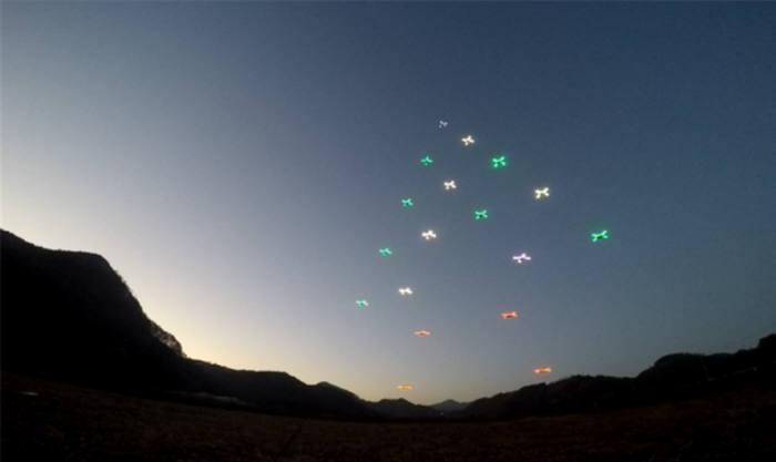 드론 군집 비행 모습(자료: 한국항공우주연구원)