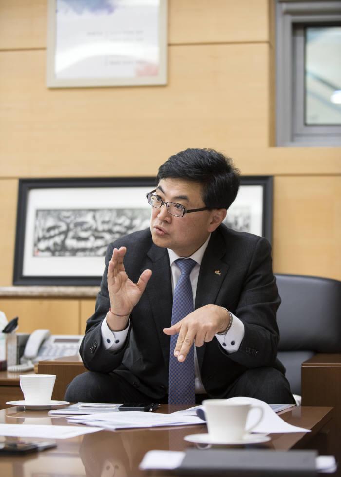"""한승헌 건설연 원장 """"3년 내 융합 기술 연구개발 비중 50% 이상으로"""""""