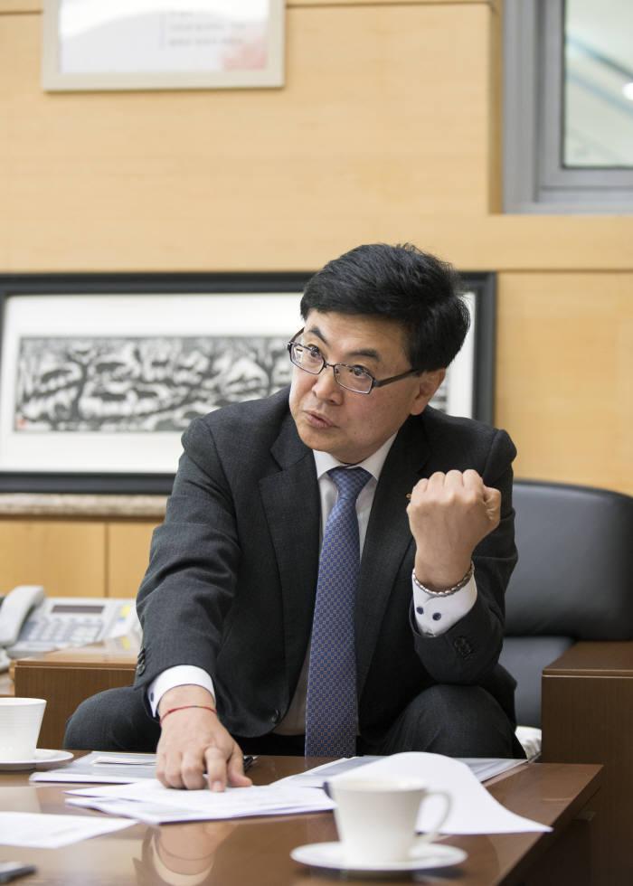 한국건설기술연구원은 과학기술 출연연 중 가장 융합 기술 개발에 적극적인 연구기관으로 꼽힌다. 한승헌 원장은 융합 기술 연구를 위해 조직 개편을 하고 다른 기관과의 협력도 적극적으로 펼치고 있다.