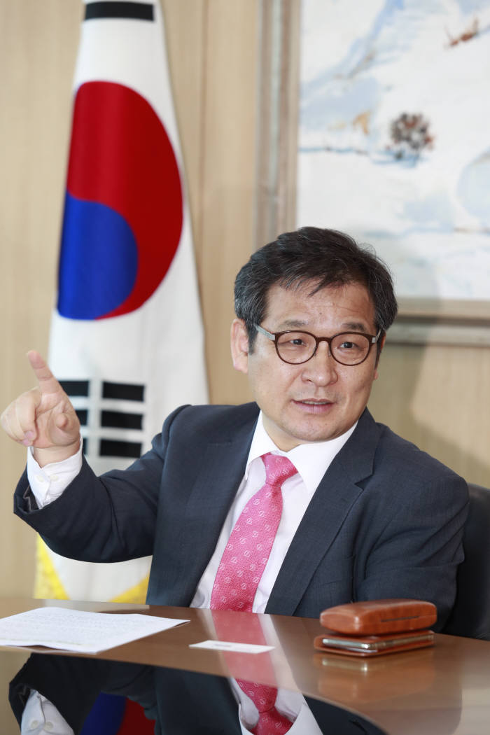 [데스크가 만났습니다]문용식 한국정보화진흥원장