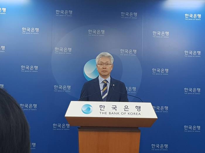 박양수 한국은행 경제통계국장이 2분기 경제 성장률을 발표하고 있다.