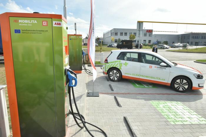 ABB가 체코에 구축한 공용 전기차 충전소.