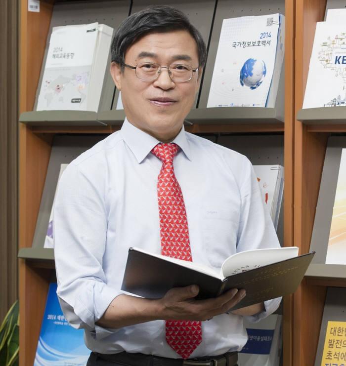 한석수 한국교육학술정보원장