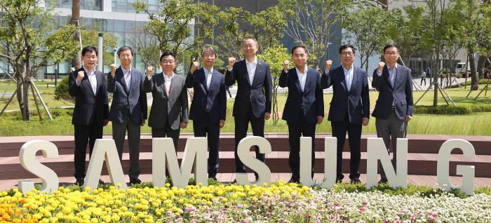 백운규 산업통상자원부 장관 삼성전자 방문 반도체 산업계와 소통