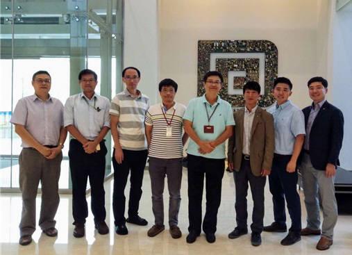 그리드위즈와 대만 피홍은 전기차 충전 인프라 개발을 위한 MOU를 체결했다. 그리드위즈 김현웅 상무(오른쪽부터 세번재)와 짐 첸 피홍 부사장(네번째)이 기념 촬영을 하고 있다.