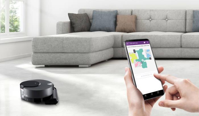 LG전자의 인공지능 로봇청소기 LG 코드제로 R9 씽큐는 고성능 센서와 독자 인공지능 플랫폼 딥씽큐를 탑재했다 [사진=소셜 LG전자]
