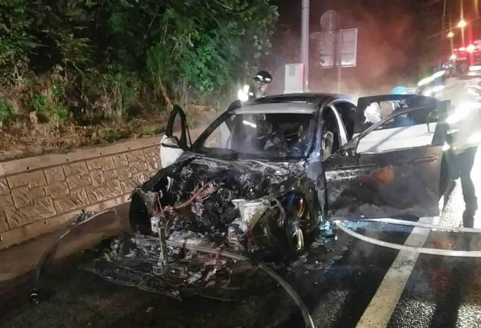화재로 전소된 BMW 차량