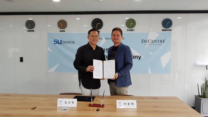 디센트레와 시큐어스가 전략적 제휴를 체결했다. 김선욱 시큐어스 대표(왼쪽)와 이동혁 디센트레 대표가 행사 후 기념촬영했다.