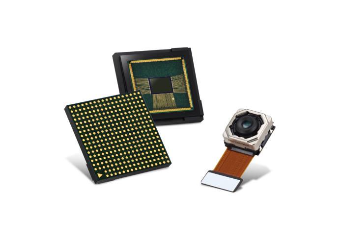 카메라 모듈(오른쪽)에 사용되는 이미지센서(자료: 삼성전자)