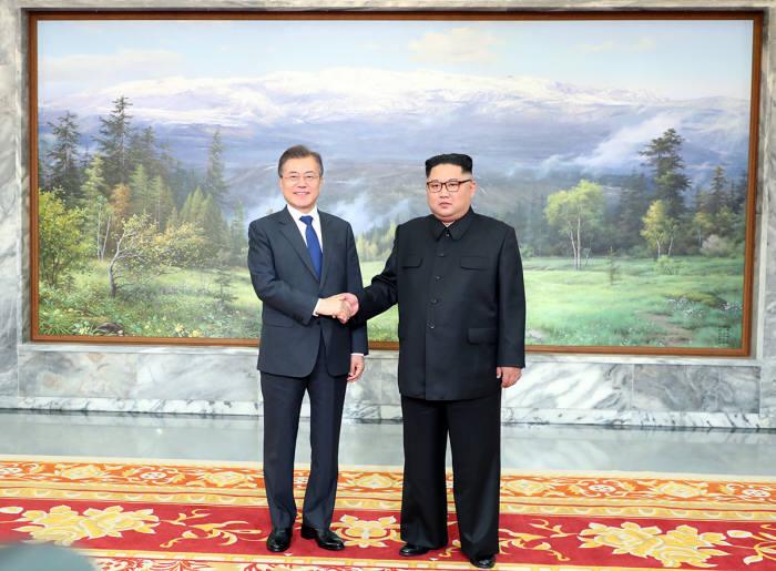 문재인 대통령과 김정은 북한 국무위원장.<사진:청와대>