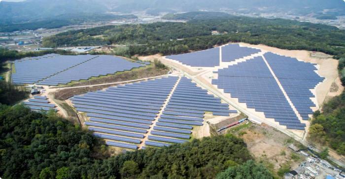 춘천 태양광발전소.[자료:이엔테크놀로지]