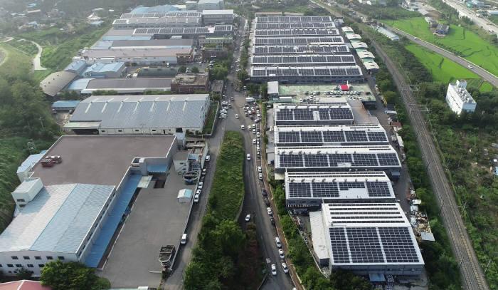 귀뚜라미(대표 송경석)는 경상북도 청도군 보일러 제조공장에서 시간당 1.73㎽급 태양광 발전소 준공식을 개최했다고 10일 밝혔다.