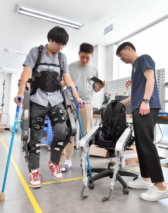 의료재활 치료용 웨어러블 로봇 식약처 의료기기 인증 완료